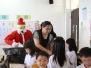 20131223聖誕老公公發放禮物-家長會長(gift for children)
