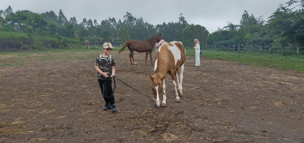 畢旅第二天早上的騎馬行程_190116_0001